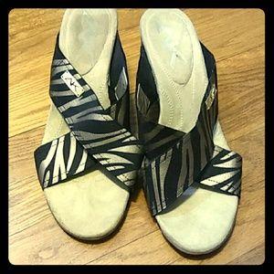 Anne Klein Zebra Print Aklorri Wedge Sandal sz 11